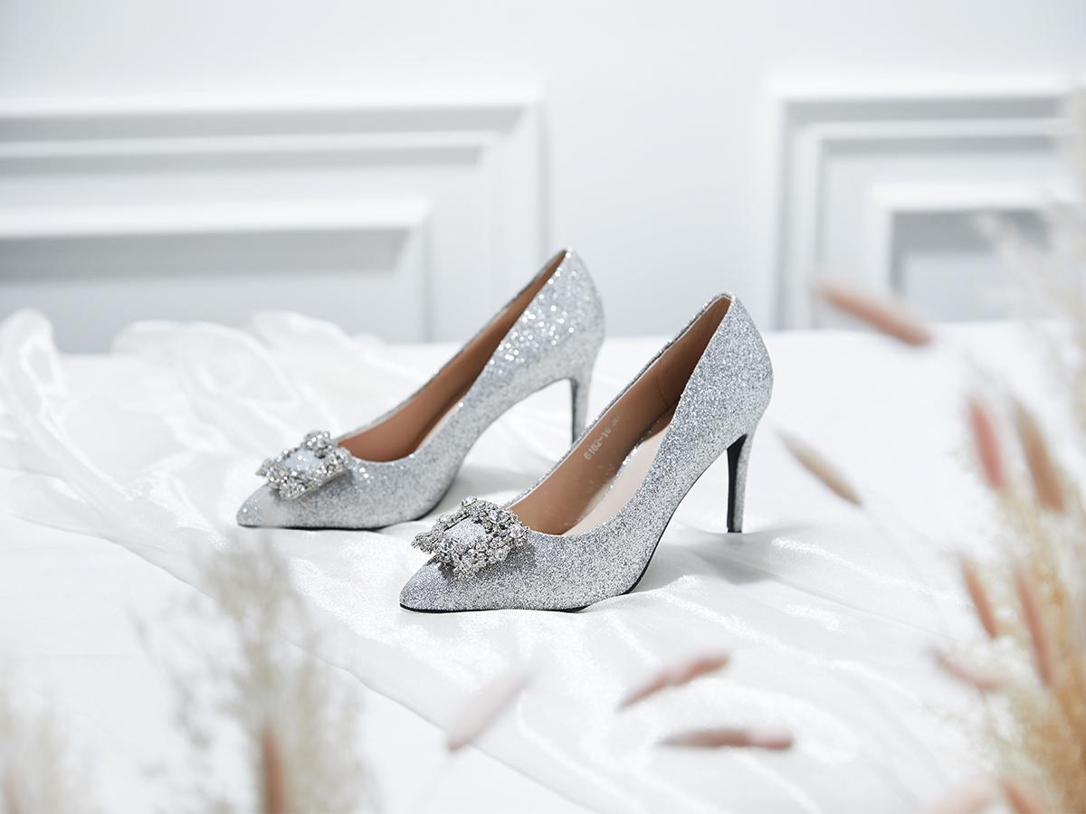 09cc08212fbe49 Best Destination Wedding Venues   Shoes To Walk Down The Aisle