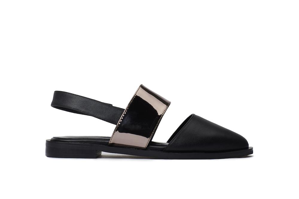 95740e3bf7f485 888-23 Black Slingback Sandals
