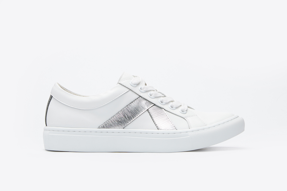 0732f71af656b7 8988-23 White Classic Sporty Sneakers