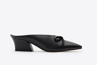 5218-206 Black Point V-Cut Heels