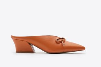 5218-206 Camel Point V-Cut Heels
