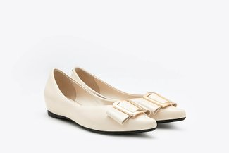 1819-2A Beige Trapezium Buckle Leather Pointy Flats