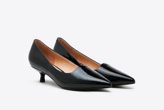 T889-25 Black Glossy Kitten Patent Leather Pointy Pumps