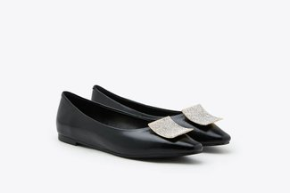 8728-66 Black Square Ornament Pointy Toe Leather Flats