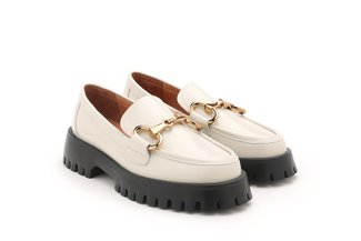 3562-1 Beige Metal Buckle Patent Leather Loafers