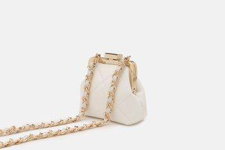 11676 White Quilted Vintage Mini Slingbag