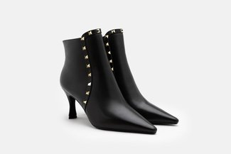 2072-20 Black Grained Leather Studded Ankle Boots